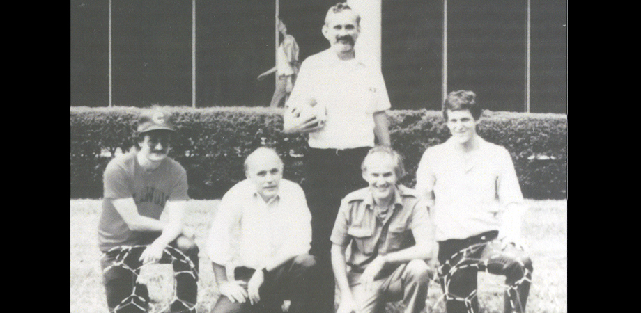 Richard Smalley (second from left) and Robert Curl (top), and the Carbon 60 team